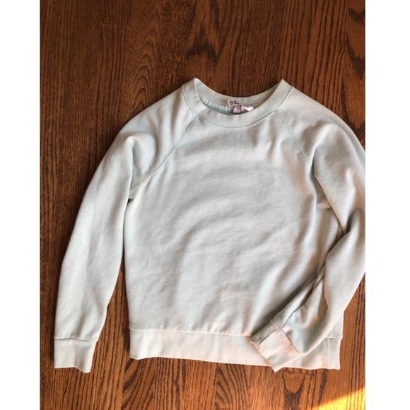 H&M Tops - H&M baby blue 🔹 crop sweatshirt